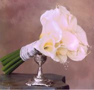 Miami wedding, we offer exlcusive and customized Bouquets for brides, perfect and customized centerpieces... Church flowers setup, reception flowers setup and Premium DELIVERY services and wedding setup... Terra Flowers of Miami the wedding professionals